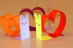 День Святого Валентина вот-вот наступит. Пора бы уже приготовить для всех близких сердцу людей маленькие знаки внимания. Главный знак внимания и атрибут этого праздника - валентинка. Это поздравительная карточка в виде сердечка, в которой можно написать приятные слова для своих любимых. Дети тоже с