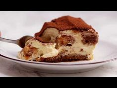 Classic Tiramisu is an easy Italian dessert made with ladyfingers, coffee, and creamy mascarpone cream. Simple recipe and delicious result. Italian Desserts, Italian Dishes, Easy Desserts, Dessert Recipes, Classic Tiramisu Recipe, Easy Tiramisu Recipe, Mascarpone Recipes, Chocolate Peanut Butter Smoothie, Coffee Cookies