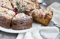 Cranberry Almond Coffee Cake - This Cranberry Almond Coffee Cake is light and moist, studded with cranberries and topped with an almond streusel topping. Cranberry Dessert, Cranberry Almond, Cranberry Recipes, Streusel Cake, Streusel Topping, Cake Recipes, Dessert Recipes, Sweet Recipes, Party Desserts
