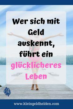 In Deutschland lernen wir kaum etwas über Geld oder Finanzen in der Schule. Kommen wir im Berufsleben an, so haben wir oft keine Ahnung, was Miete, Steuererklärung oder die Altersvorsorge betrifft. Dabei sind Geld und Glück ganz eng miteinander verknüpft. Wie du dein Glück selber bestimmen kannst, verraten wir dir jetzt! | Finanzwissen, Finanzen einfach erklärt, Glücklichsein, Wie werde ich glücklich?, Geld und Glück, glücklich, glückliches Leben, glücklich werden, glücklich sein…