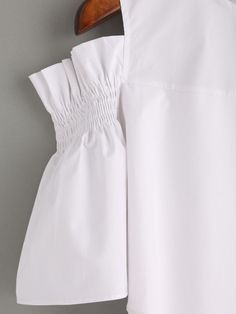 87c4d9ac3 Blusa hombros al aire de volantes -blanco-Spanish SheIn(Sheinside) Sitio  Móvil