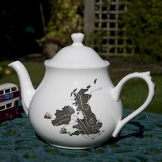 Welcome to Ali Miller London. Home of the Sherlock Holmes Tea Set and Teapot - as seen on BBC.