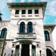 Viña del Mar y las pocas casas antiguas que van quedando😔😔 #viñadelmar #viñaciudadbella #casaantigua #oldconstruction #oldhouse #arquitecture #fachadasbonitas #façades #instachile #instagram (en villanelo Viña Del Mar)