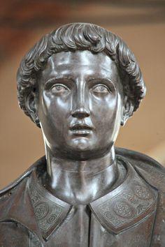 Santo Stefano (particolare del volto) Lorenzo Ghiberti 1427-1428 Statua in bronzo Chiesa di Orsanmichele (copia) Museo di Orsanmichele (originale)