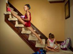 TIME's Best Portraits of 2012 - Estrema naturalezza, come se stesse comoda a fare colazione. La composizione sulla diagonale rafforza il mio senso di straniamento nel vedere questo strano modo di salire le scale...