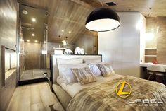 Chalet COURCHEVEL - Architecture intérieure par l'agence LABEL ETUDES Courchevel, Divider, Architecture, Bed, Room, Furniture, Home Decor, Arquitetura, Bedroom