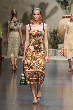 Dolce & Gabbana Women Fashion Show Gallery – Spring Summer 2013 Collection Dolce And Gabbana 2016, Domenico Dolce & Stefano Gabbana, All About Fashion, Dress Outfits, Dresses, Alternative Fashion, Silk Dress, Dress To Impress, Fashion Forward