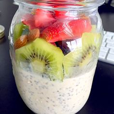 Oat and chia pudding with kiwis, berries and almonds