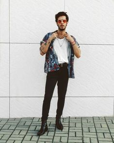 mens fashion outfits that is really hot. Summer Outfits Men, Casual Outfits, Casual Shirt, Moda Indie, Men Looks, Moda Rock, Moda Hipster, 90s Fashion, Fashion Outfits