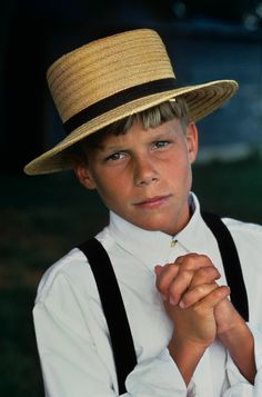 Amish boy, Lancaster, Pennsylvania, photo by Steve McCurry Steve Mccurry, We Are The World, People Around The World, Lancaster County, Lancaster Pennsylvania, Lancaster California, Pennsylvania Dutch, Beautiful Children, Beautiful People