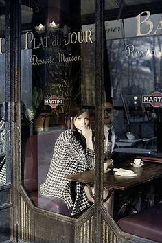 http://www.clubedeautores.com.br/book/161290--Encontro_Casual#.U1rbmKLEEXk *IMAGEM: Paris #Café - Bettina Lewin Photographer