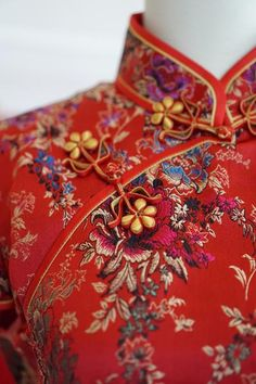 30 Gorgeous Details for a Qipao (Cheongsam) Wedding Dress Traditional Chinese Wedding, Traditional Fabric, Traditional Dresses, Cheongsam Wedding, Cheongsam Dress, Ceremony Dresses, Tea Ceremony, Wedding Dresses, Boy George