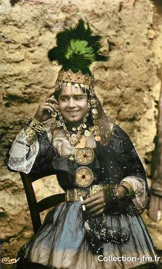 Ouled Nail tribe woman - Beauty will save Arabian Women, Culture Art, Tribal Women, African Countries, African Culture, People Of The World, North Africa, African Women, Headdress