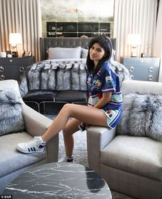 Kylie Jenner showed off her house, which includes a framed mugshot of boyfriend Tyga -- get the details and see all the pics! Kylie Jenner Casa, Kylie Jenner Bedroom, Kris Jenner House, Style Kylie Jenner, Kylie Jenner Adidas, Casa Kardashian, Kardashian Jenner, Kardashian Family, Hollywood