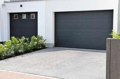 En ny garasjeport gjør underverker for fasaden. Uansett om du gjør jobben selv eller får hjelp av fagfolk er det flere ting du må tenke på før du setter i gang.