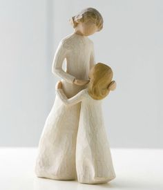This totally reminds me of my mom and I! I love it, especially because she always gives me Willow Tree statues like this. Mother and Daughter Figurine (Resin) by Willow Tree Willow Tree Statues, Willow Figurines, Calling All Angels, Willow Tree Engel, Willow Tree Figuren, Anne Laure, Tree Sculpture, Resin Sculpture, Daughter Love