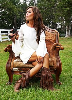 White Southern Belle Dress- love this whole outfit! cute and country! for senior pic Boho Chic, Gypsy Chic, Bohemian, Southern Belle Dress, Babe, Look Boho, Fringe Boots, Cowgirl Style, Country Girls