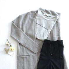 Ein treuer Begleiter durch den Herbst und Winter Diese lange Strickjacke kann euer treuer Begleiter durch die kalte Jahreszeit werden! Ihr könnt sie tagsüber zu Jeans und T-Shirt tragen, aber auch …