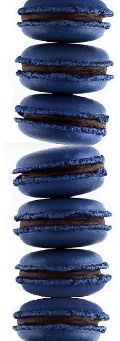 Navy macarons Macarons, Macaron Favors, Macaron Bleu, Wedding Favours, Wedding Cakes, Dorothy Day, Blue Desserts, French Macaroons, Chocolate Factory