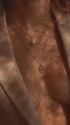 We love layering pearl with minimal dainty initials. Oh and botanical etched pendants, too. Jewellery made ethically by S-kin Studio Jewelry / Minimal jewelry that lasts. Aesthetic Body, Classy Aesthetic, Brown Aesthetic, Aesthetic Grunge, Aesthetic Vintage, Aesthetic Photo, Aesthetic Pictures, Nicola Peltz, Images Esthétiques