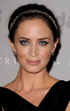 emily blunt - love the makeup. She looks like Kate Ritchie here