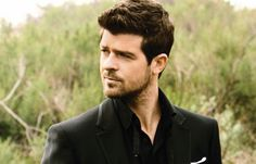 Robin Thicke, he and his music are soooooooo sexy