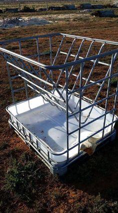 An idea for a goat feeder. Hay Feeder For Horses, Horse Feeder, Cattle Farming, Goat Farming, Livestock, Goat Hay Feeder, Diy Hay Feeder, Sheep Feeders, Tier Zoo