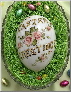 Easter Shop: Victorian Milk Glass Egg with Tea Roses on Blumchen.com