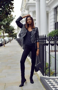 There is this one thing that has a proud place in closet– the leather jacket. And that's why we'll see amazing Leather Jacket Outfits for Working Women. Simple Outfits, Stylish Outfits, Winter Outfits, Fashion Outfits, Womens Fashion, Fashion Trends, Fashion Inspiration, Model Outfits, Fashion Bloggers