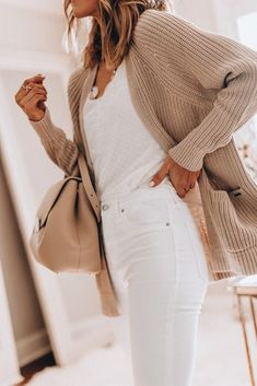 Mode Outfits, Casual Outfits, Fashion Outfits, Casual White Jeans Outfit Summer, White Cardigan Outfit, Classy Fall Outfits, Airport Outfits, Beige Cardigan, Jeans Fashion