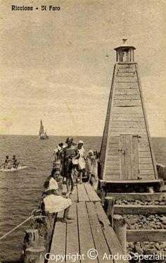 Il faro di Riccione in una foto d'epoca. #EmiliaRomagna #faro #Adriatico #lighthouse #marAdriatico