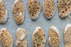 Sauerteig Grundrezept, Roggen-Topfen-Weckerl und Roggenbrot – sophieschoices Bread, Food, Pizza, Butter, Construction, Cooking, Building, Brot, Essen