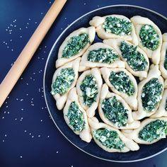 Pide mit Spinat und Schafskäse gefüllt
