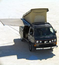 Westfalia Vanagon Camper with a side canopy Vw Camper, Vw Bus T3, Camper Life, Volkswagen Bus, Volkswagen Beetles, Vw T3 Westfalia, Vw Minibus, Vw T3 Doka, Todo Camping