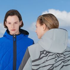 For the cool look People who want to stand out with a cool look, have to wear the KarlieMulti-PS ski jacket. What makes the design unique, are the slope and mountain shaped elements on the sleeves and the back. This ski jacket does not only look good, but is also breathable and waterproof. Winter Looks, Ps, Skiing, How To Look Better, Rain Jacket, Windbreaker, Raincoat, Mountain, Unique