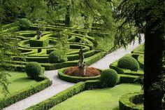 More of the decaying beauty of the Giusti gardens, Verona, Italy. Garden Hedges, Topiary Garden, Potager Garden, Lush Garden, Landscape Architecture, Landscape Design, Garden Design, Green Architecture, European Garden