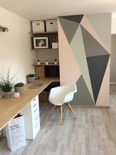 peinture murale géométrique idée déco à domicile Office Wall Colors, Office Walls, Office Paint, Cute Home Decor, Cheap Home Decor, Bedroom Wall, Bedroom Decor, Wall Decor, Cheap Office Decor