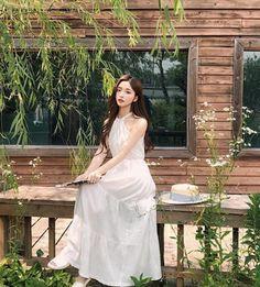 kim na hee Mode Ulzzang, Ulzzang Korean Girl, Cute Korean Fashion, Shan Cai, Ulzzang Fashion, Boy Or Girl, White Dress, Prompts, Hair