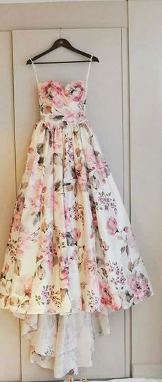If I was getting married...this would be my dress. Perfection!