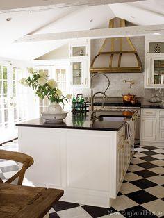 Прекрасный дом с видовыми окнами и садом / Дизайн интерьера / Архимир