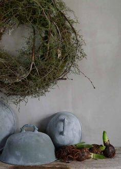 Sweet Annie wrapped around a grape vine wreath @ Home Ideas and Designs