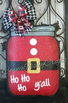 New Pics Santa Suit Mason Jar Burlap Door Hanger Decoration and Wreath Replacement Thoughts Your individual door hanger Sure, the classic is needless to say the door pendant, in which on leadi Dollar Tree Mason Jars, Burlap Mason Jars, Mason Jar Crafts, Mason Jar Diy, Christmas Wood Crafts, Christmas Signs, Diy Christmas, Burlap Door Hangers, Painted Jars