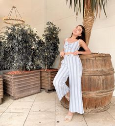 La imagen puede contener: 1 persona, de pie Winter Outfits, Summer Outfits, Foto Casual, 90s Outfit, Demi Lovato, Western Wear, Girl Photography, Elegant, Celebrities