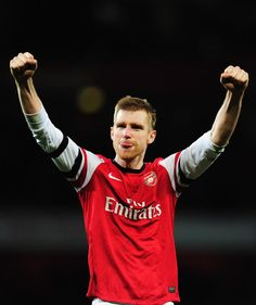 Mertesacker Salutes the Fans After Victory vs Liverpool in the FA Cup 2013-2014.