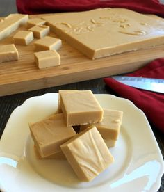 Just A Mum Caramel White Chocolate Microwave Fudge - Chocolate Recipes Fudge Recipes, Candy Recipes, Baking Recipes, Sweet Recipes, Dessert Recipes, White Chocolate Fudge, White Chocolate Recipes, Homemade Chocolate, Homemade Caramels