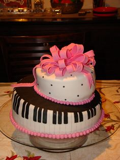 Valentine's Day for musicians or Lovers of Piano Bars Piano Cakes, Music Cakes, Yummy Snacks, Yummy Treats, Beautiful Cakes, Amazing Cakes, Pink Piano, Fancy Cakes, Cupcake Cookies