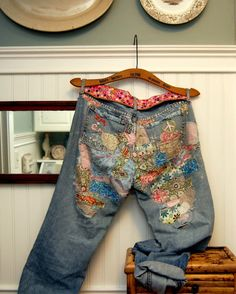 Patched Jeans - from Crush Cul de Sac Make Do And Mend, How To Make, How To Wear, Boho Hose, Salopette Jeans, Diy Vetement, Patchwork Jeans, Creation Couture, Embroidered Jeans