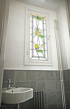 Bathroom - Motif Art Nouveau - Réalisation sur verre clair 4mm rapporté sur double vitrage existant par collage silicone - Honky Tonk Vitrail