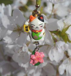 Maneki Neko charm with cherry blossom)