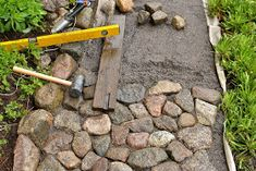 kivityöt, kivipolku Garden Steps, Garden Paths, Garden Tools, Stone Driveway, Stone Path, Gravel Garden, Garden Landscaping, Container Water Gardens, Garden Design Plans